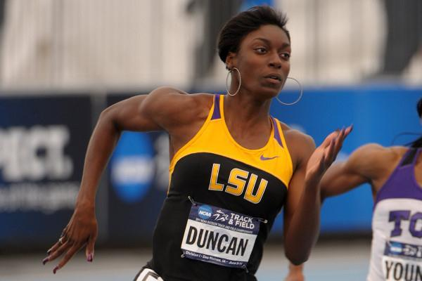 Kimberlyn Duncan on the way to her 22.24 NCAA victory in Des Moines (Kirby Lee)