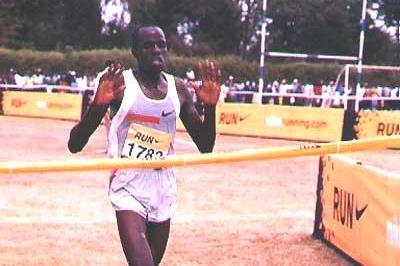 Abraham Chebii celebrates his win at the 2005 Discovery Kenya Cross Country meet (Omulo)