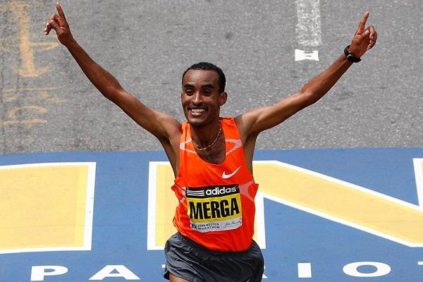 Deriba Merga taking the 2009 Boston Marathon crown (Getty Images)