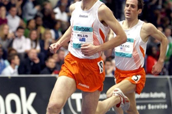 2009 Boston mile winner Nick Willis (l) leading Chris Lukezic (Victah Sailer)