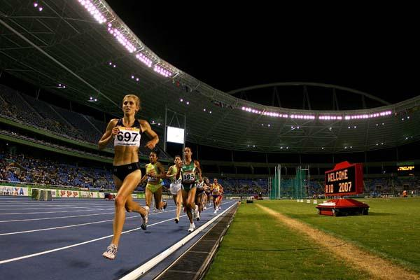 Sara Slattery of the US leads the women's 10,000m at the Pan Am Games (Getty Images)