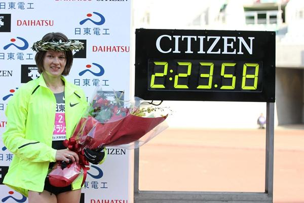 Ukraine's Tetyana Gamera-Shmyrko after the Osaka Women's Marathon (Yohei Kamiyama - Agence SHOT)