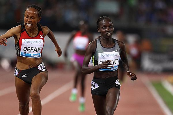 Vivian Cheruiyot holds off Defar in the 5000m in Rome (Giancarlo Colombo)