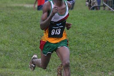 Zimbabwe's Luwis Masundo wins the 2005 African southern region XC champs (Quirin)