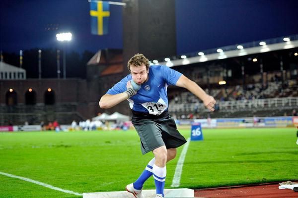 Leif Arrhenius taking the Swedish Shot Put title in Stockholm (Anders Sjogren / DECA Text&Bild)