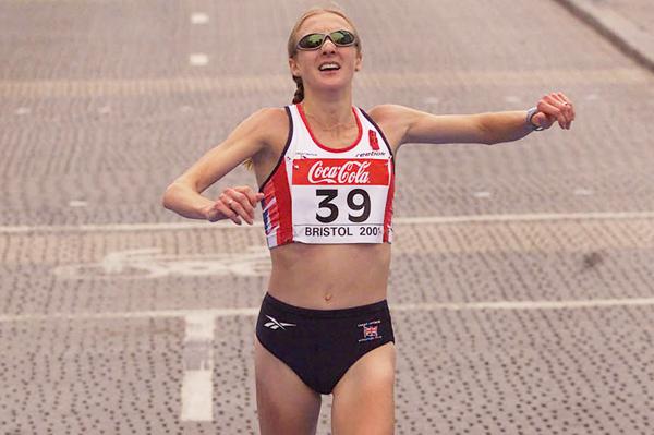 Paula Radcliffe wins the 2001 IAAF World Half Marathon Championships (Getty Images)