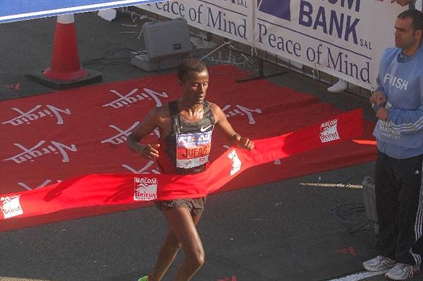 Tariku Jufar winning in Beirut (Emile Issa / Blom Beirut Marathon organisers)