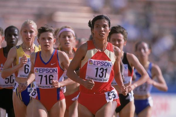 Dong Yanmei at the 2001 IAAF World Championships (Getty Images)