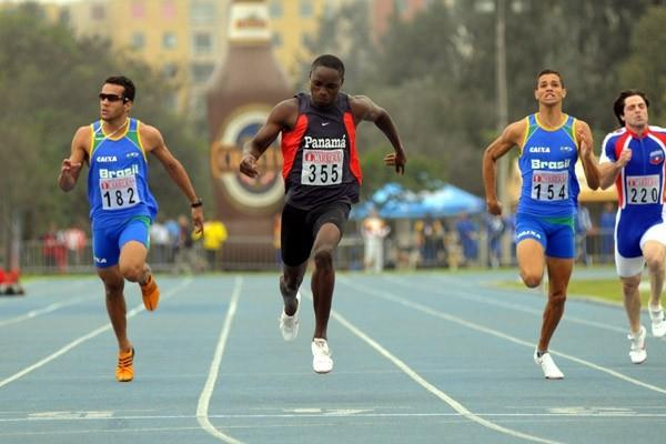 Alonso Edward of Panana completes a sprint double at the South American Championships (Eduardo Biscayart)