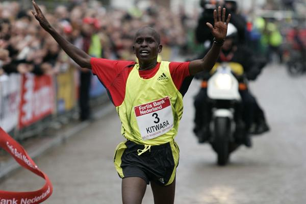 Sammy Kitwara prevails in The Hague at the City-Pier-City, 14 March 2009 (Jiro Mochizuki/Agence shot)