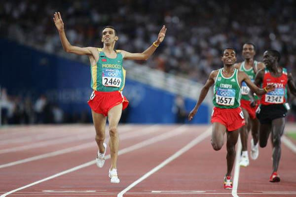 Hicham El Guerrouj of Morocco takes the 5000m gold (Getty Images)