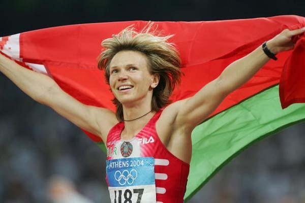 yuliya Nesterenko celebrates winning the women's 100m gold (Getty Images)