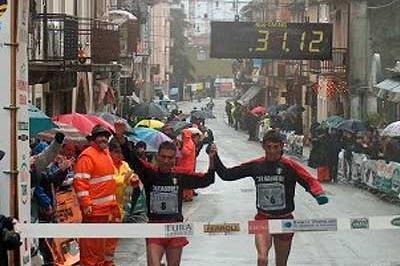 Italy's Domenico D'Ambrosio, Francesco Bennici and Massimo Leonardi cross the line in Verona (Alberto Zorzi)