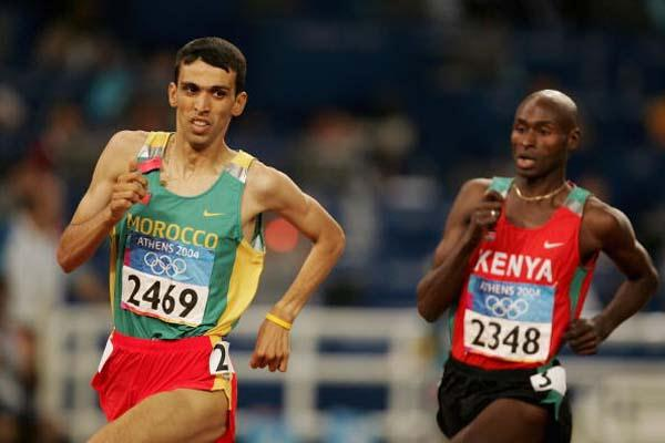 Hicham El Guerrouj followed by Bernard Lagat in the last bend of the 1500m final (Getty Images)