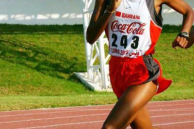Maryam Yusef Jamal running in the 1500m at the Arab Championships (Slim Gomri)