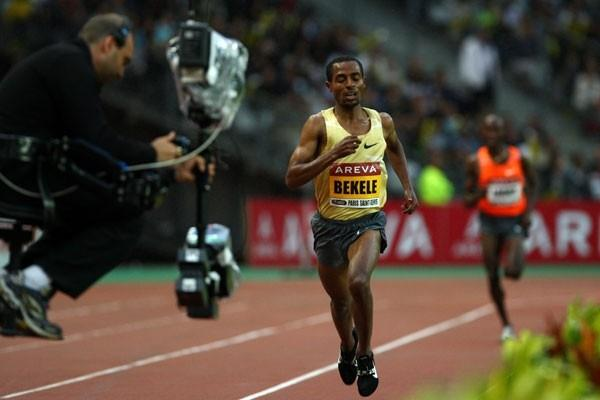 Kenenisa Bekele defeats Bernard Lagat by almost five seconds to win the men's 3000m (Getty Images)