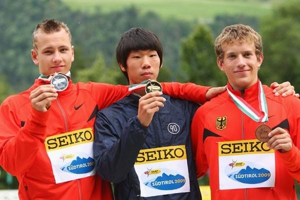 Boys' Pole Vault medal ceremony (Getty Images)