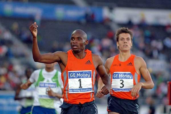 Mbulaeni Mulaudzi wins 800m in Helsinki (Hasse Sjögren)