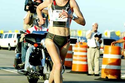 Paula Radcliffe running 10km in San Juan (Copyright: Brian J. Myers / Photo Run)