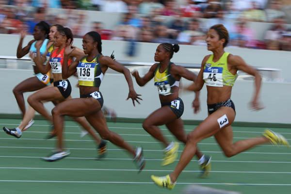 Carmelita Jeter of the US sprints to the finish in the women's 100m (Getty Images)
