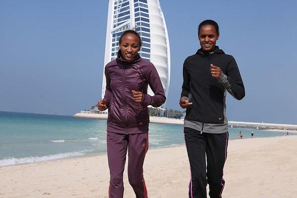 Meselech Melkamu and Meseret Hailu ahead of the 2014 Standard Chartered Dubai Marathon (Organisers / Gianfranco Colombo)