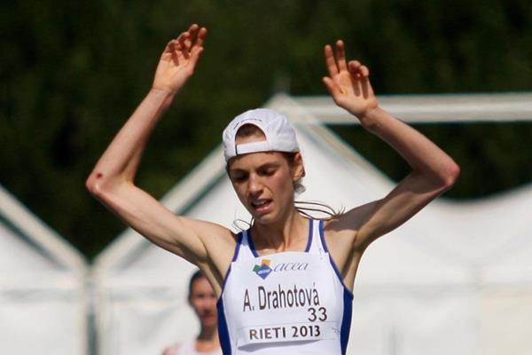 Anezka Drahotova winning the 2013 European Athletics Junior Championships 10,000m Race Walk title (Getty Images)