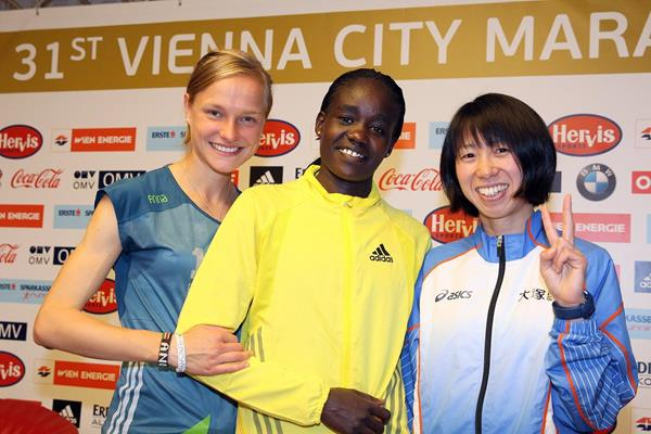 Anna Hahner, Caroline Chepkwony and Mai Ito ahead of the 2014 Vienna City Marathon (Organisers / www.photorun.net)