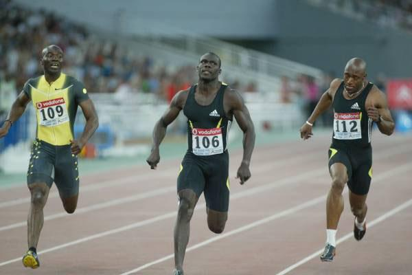 Derrick Atkins (c) en route to his 9.95 Bahamian record in Athens (Tsiklitiria organisers)