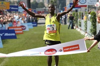2:07:38 course record for Abel Kirui in Vienna (Victah Sailer)