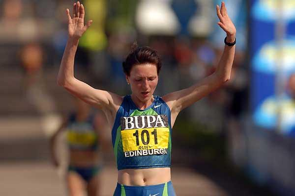 Jelena Prokopcuka wins the women's race at the BUPA Great Edinburgh Run (c)