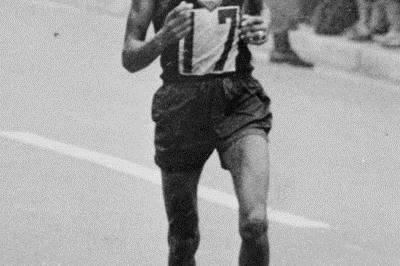 Abebe Bikila en route to his second Olympic Marathon title - Tokyo 1964 (Getty Images)