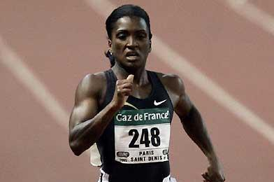 Tonique Williams-Darling heads for victory in Paris (AFP/Getty Images)