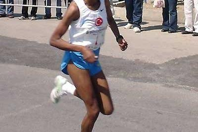 Turkey's Elvan Abeylegesse runs to a national 10km record of 30:57 in Istanbul (Can Korkmazoglu)