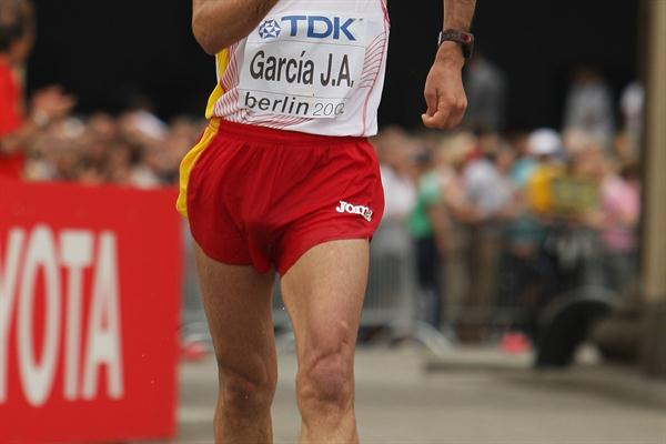 Jesús Angel García of Spain crosses the finish line to win the bronze medal in the men's 50km Race Walk in Berlin (Getty Images)