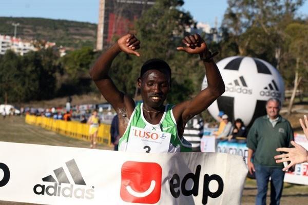 Titus Masai wins in Oeiras 2008 (Marcelino Almeida)