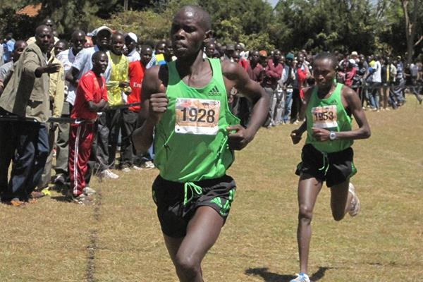 Wilson Kiprop leads the men's race at the Discovery Cross Country in Kenya (David Macharia)
