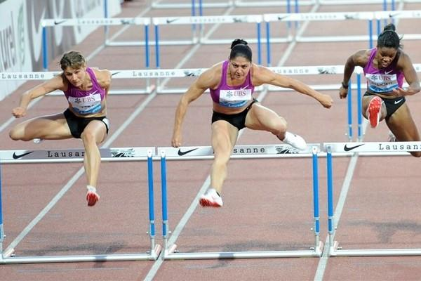 Priscilla Lopes-Schliep (c) edges Carolin Nytra (l) in Lausanne, 12.56 to 12.57 (Deca Text&Bild)