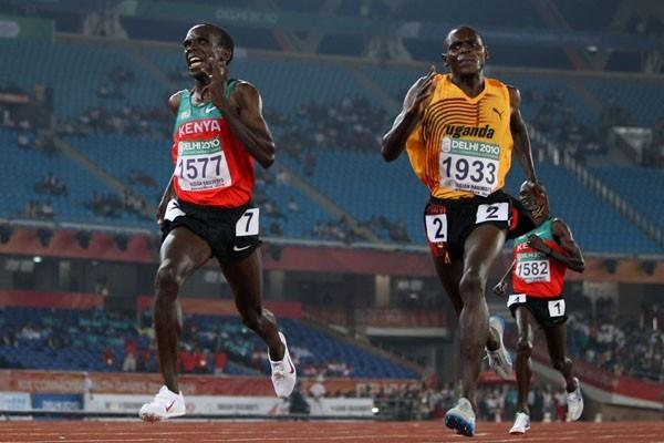 Moses Kipsiro of Uganda outsprints Kenya's Eliud Kipchoge to win the Commonwealth Games 5000m in New Delhi (Getty Images)