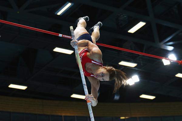 Jirina Ptacnikova in the pole vault at the IAAF World Indoor Championships (Getty Images)