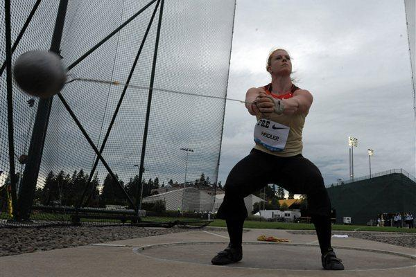 Betty Heidler throwing in Eugene (Kirby Lee - Image of Sport)