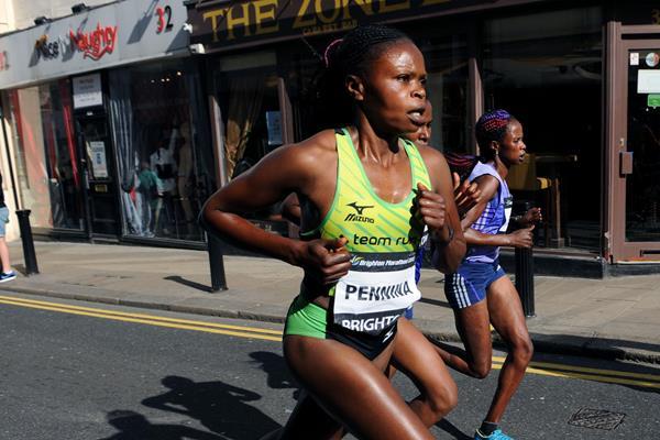 Pennina Wanjiru in the 2015 Brighton Marathon (Mark Shearman)