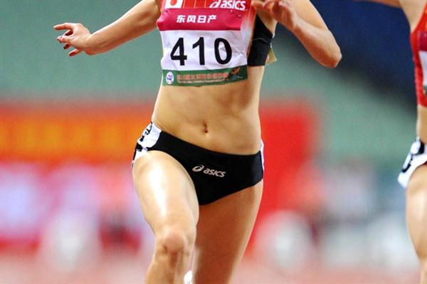 Chisato Fukushima takes the 2009 Asian 100m title (Jiro Mochizuki)