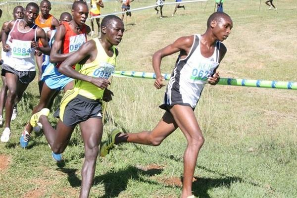 Japheth Korir (right) leads other athletes to victory during the junior men's 8km race of the KCB/Athletics Kenya Cross Country at Eldoret Polytechnic (Jared Nyataya (Daily Nation))