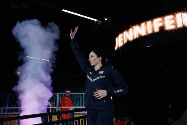 Jenn Suhr enters the arena at the IAAF World Indoor Championships Portland 2016 (Getty Images)