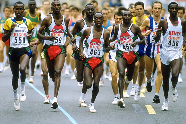 Moses Tanui (462) on his way to winning the 1995 world half-marathon title (Getty Images)