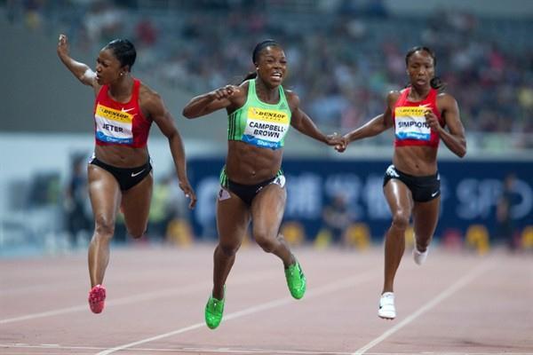 Birthday girl Veronica Campbell-Brown (c) edges Carmelita Jeter (l) in the Shanghai 100m (Errol Anderson)