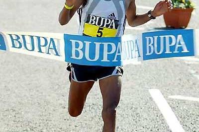Zersenay Tadesse winning the 2005 BUPA Great North Run (Mark Shearman)