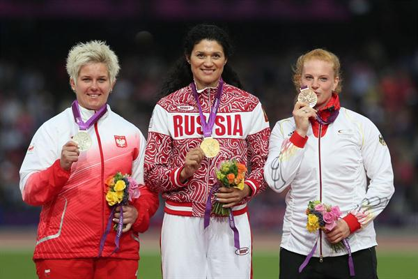 Silver medalist Anita Wlodarczyk of Poland, gold medalist Tatyana Lysenko of Russia and bronze medalist Betty Heidler of Germany pose on the podium during the medal ceremony for the Women's Hammer Throw on Day 15 of the London 2012 Olympic Games on August 11, 2012  (Getty Images)