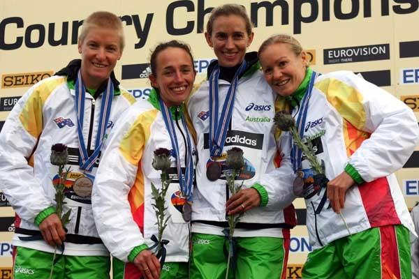 2008 World XC Champs - Australian senior women's team celebrate their team Bronze - (L-R) Melissa Rollison, Lisa Jane Weightman, Anna Thompson and Benita Johnson (Getty Images)