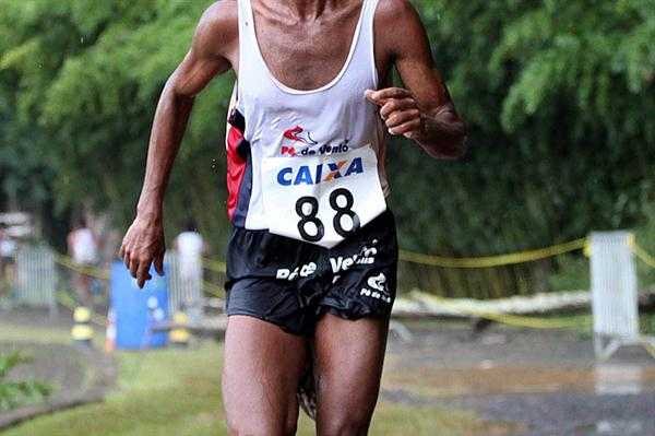Gilberto Lopes en route to the South American Cross Country title in Lima (CBAt-Marco Ferreli)
